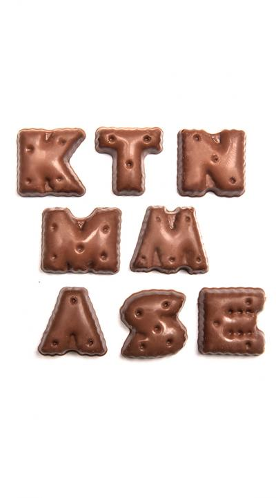 Chocolade letters volle chocolade melk.