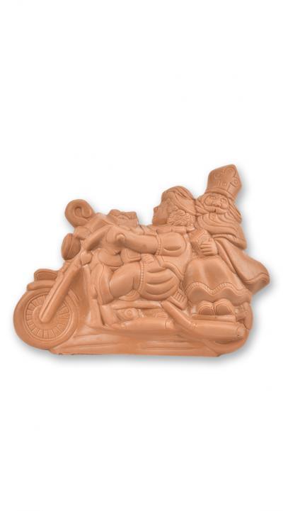 Sinterklaas en zwarte piet op moto in holle chocolade - melk.